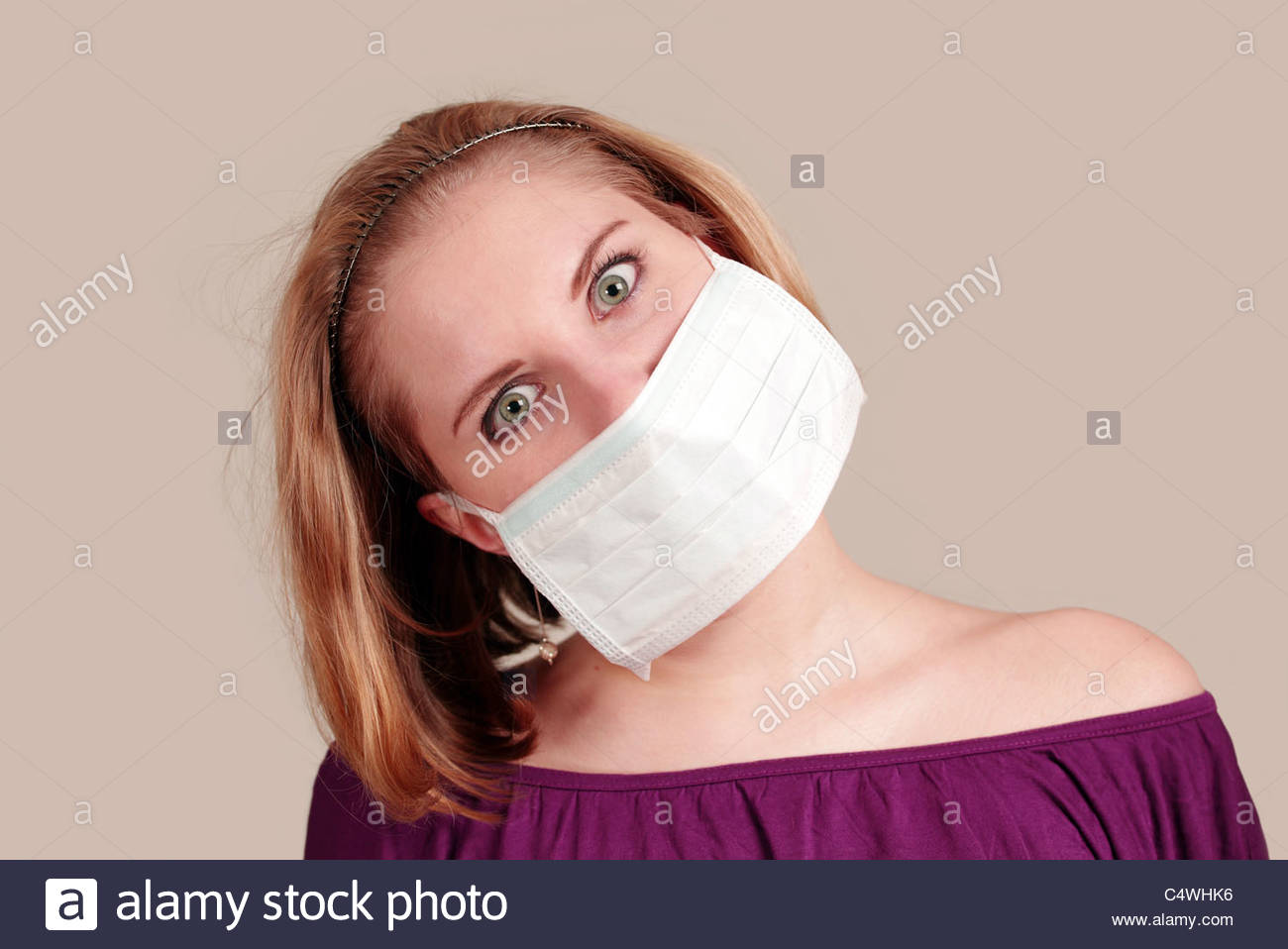 Anti-pollution girl with face mask - Stock Image