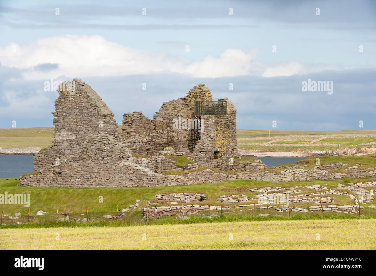 Jarlshof Prehistoric and Norse Settlement, Sumburgh Shetland Subarctic Archipelago Scotland UK Europe - Stock Image
