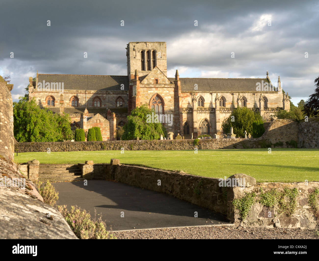 St Mary's Collegiate Church in the historic town of Haddington, East Lothian, Scotland  River Tyne dusk light - Stock Image