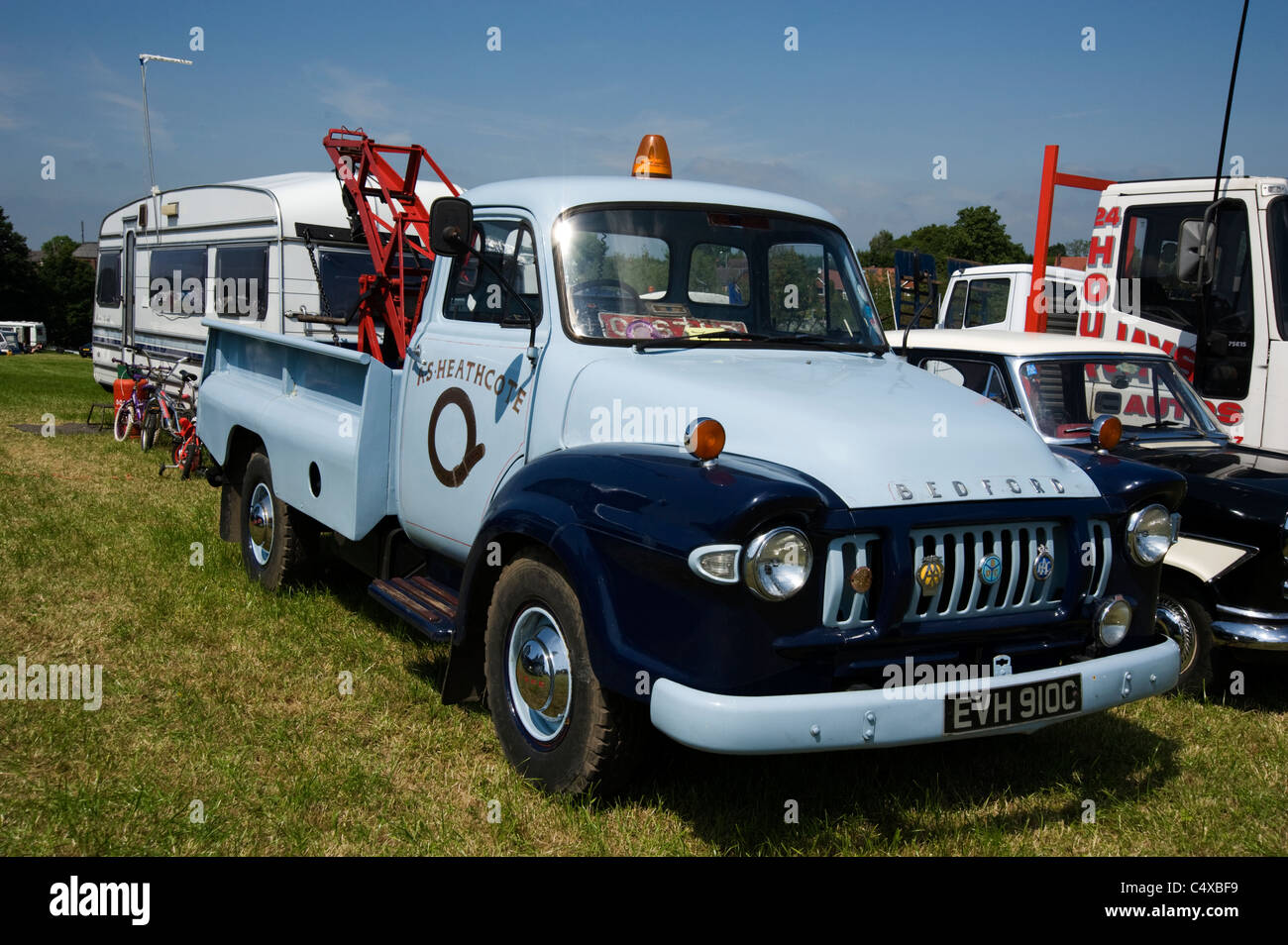 Bedford pick-up / breakdown crane - Stock Image