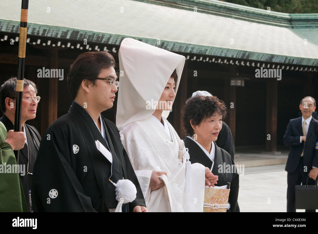 Bride, groom and other wedding party members and spectator at Meiji-jingu shrine, Shibuya, Tokyo, Japan, Asia. - Stock Image