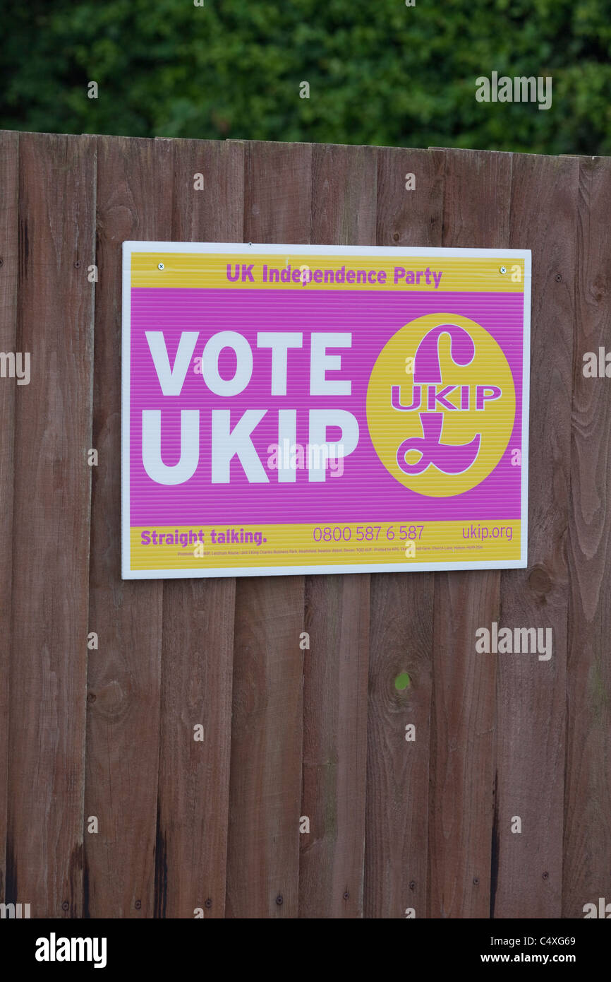 Election Promotion Poster; for political party UKIP. United Kingdom Independance Party. 2011. Suburban fence. North - Stock Image