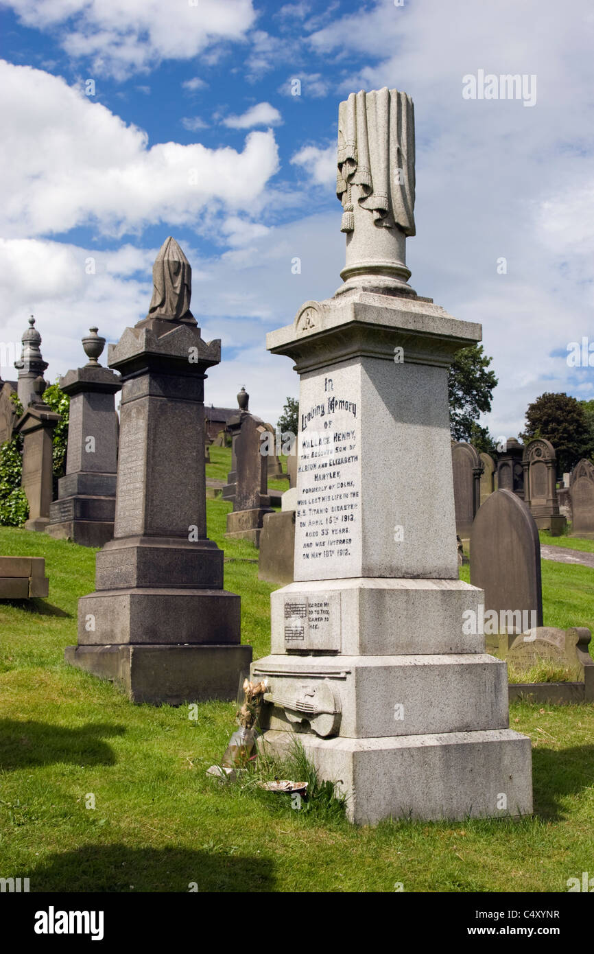 Gravestone of Wallace Hartley, bandmaster on the Titanic, in Colne cemetery. - Stock Image