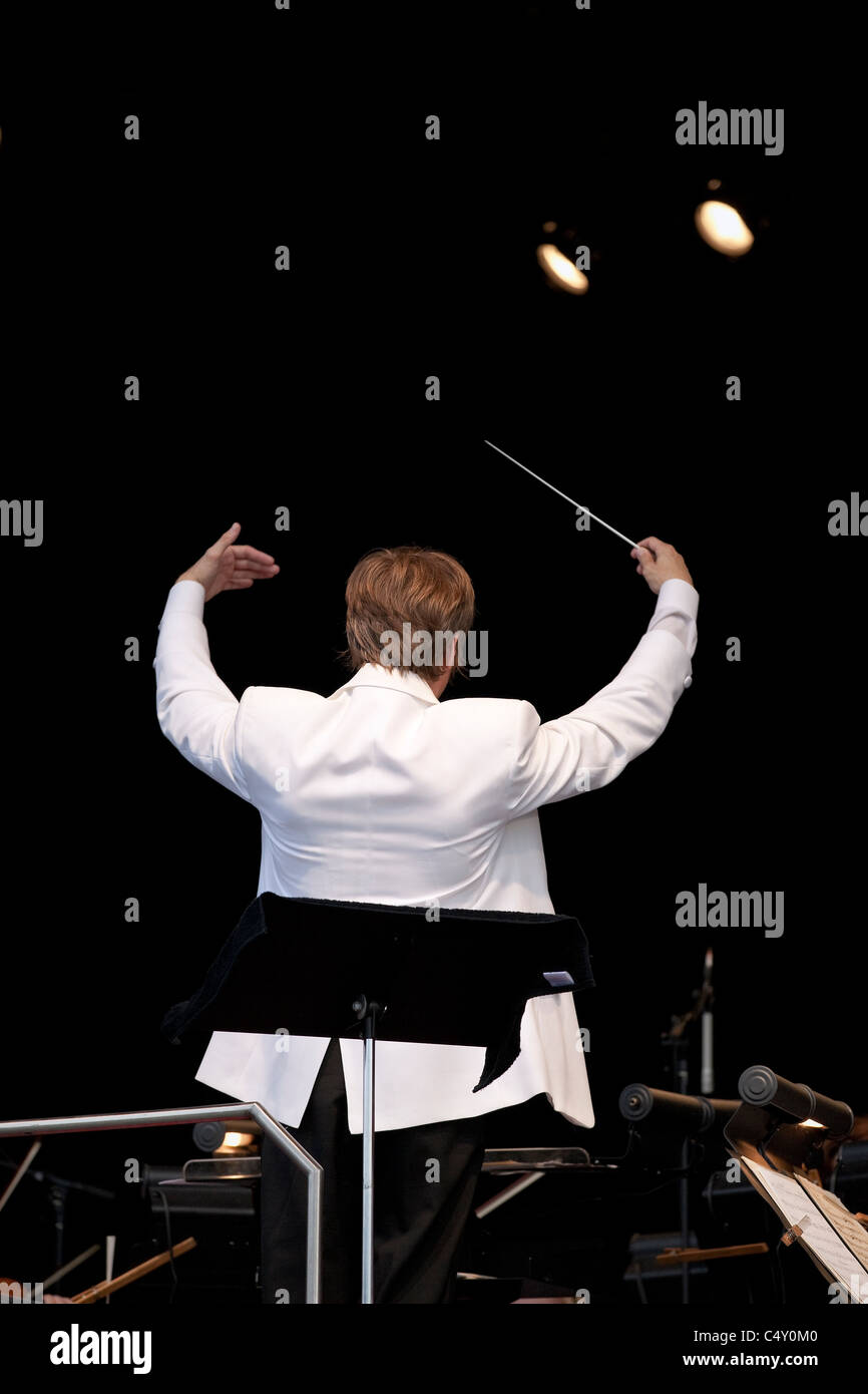 Music director Alexander Mickelthwaite conducting the Winnipeg Symphony Orchestra. - Stock Image