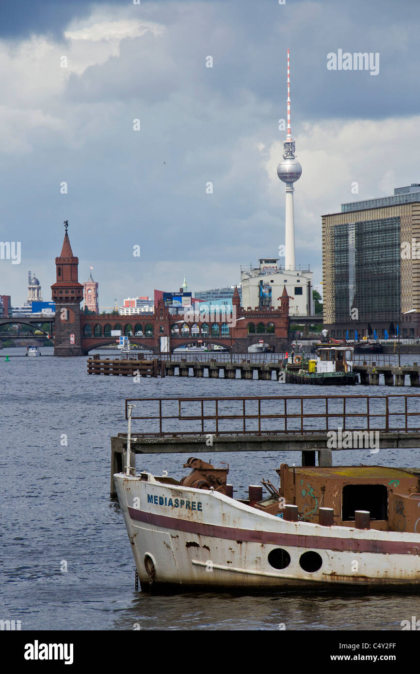 Oberbaum Bridge across the river Spree in Berlin with the television tower in the background - Stock Image