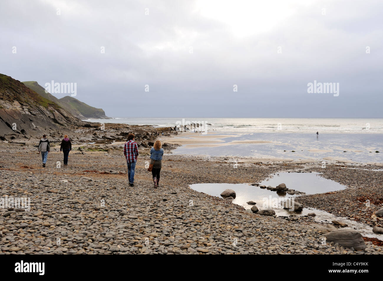 Overcast day on Northcott Mouth pebble beach in Cornwall - Stock Image