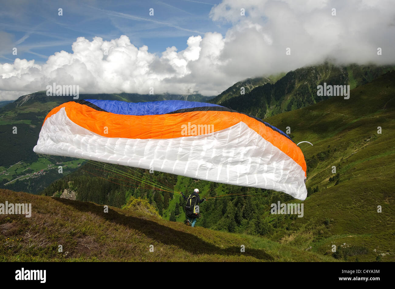 Zillertal, Tyrol, Austria Parachuting off the cliff - Stock Image