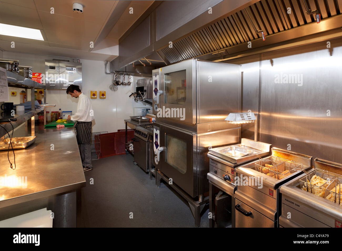 chef preparing food in Wantage Hall Reading University kitchen - Stock Image
