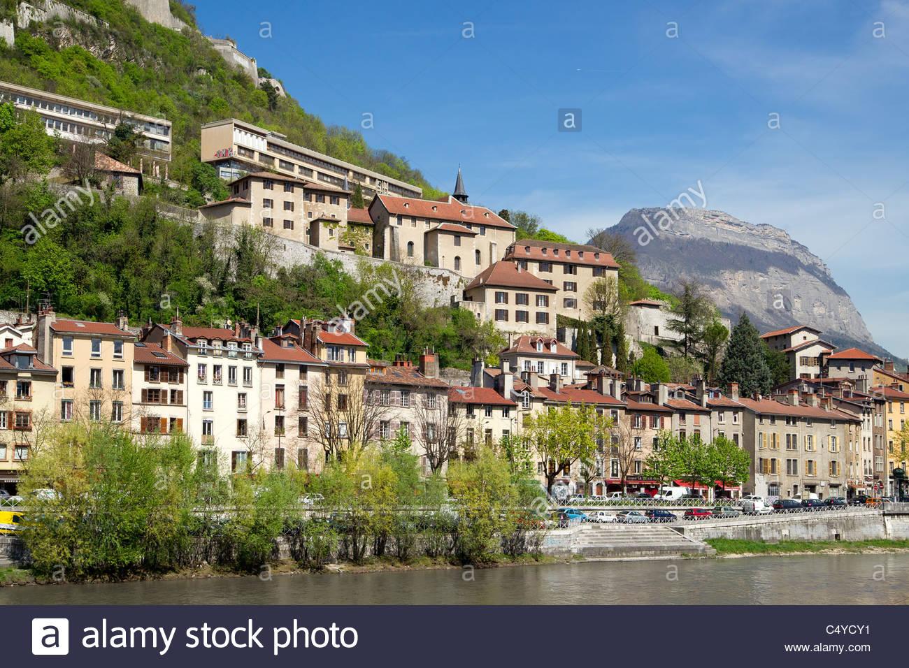 Grenoble : quais de l'Isère et quartier Saint Laurent - Stock Image