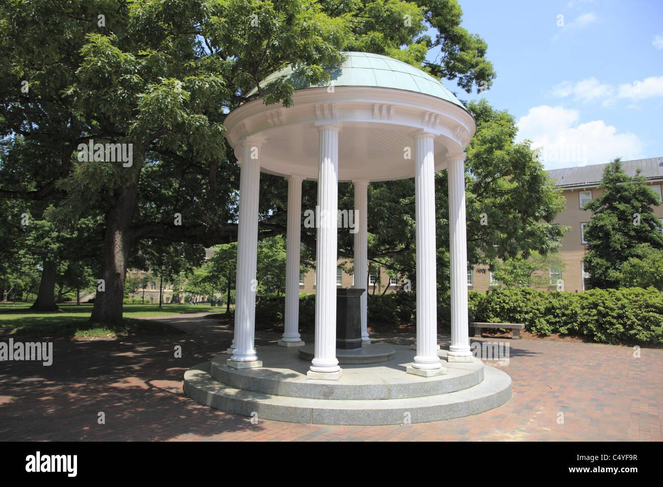 The Old Well, symbol of UNC, University of North Carolina, Chapel Hill, USA - Stock Image