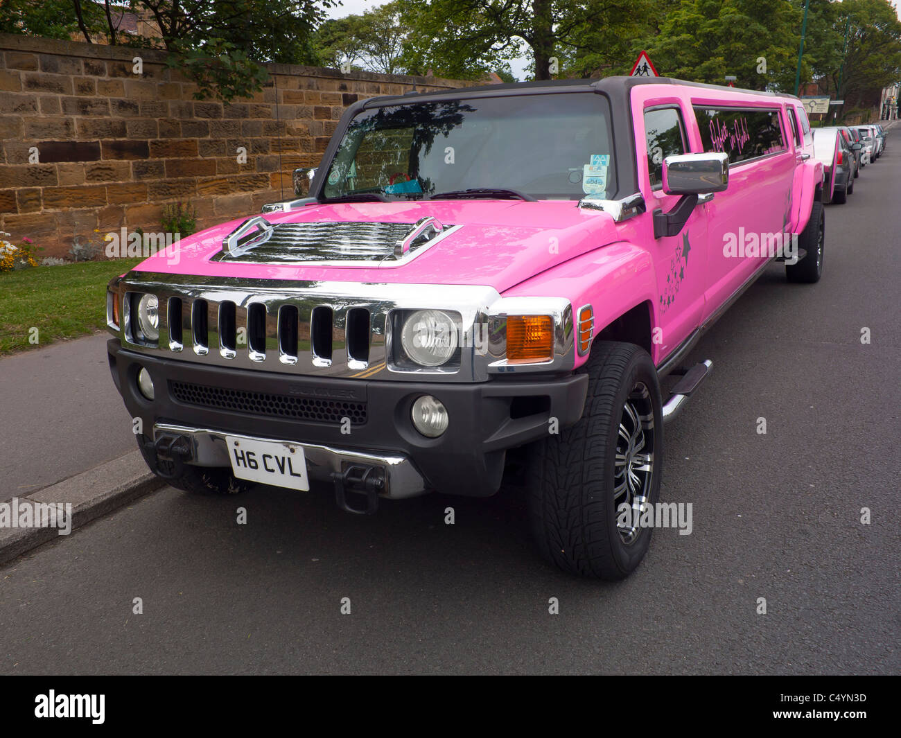 A bright pink Hummer stretched limousine - Stock Image