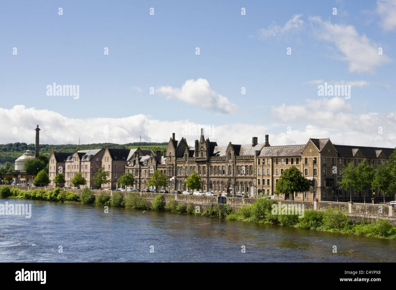 View across River Tay to waterfront buildings and Fergusson Gallery. Perth, Perthshire, Scotland, UK, Britain - Stock Image