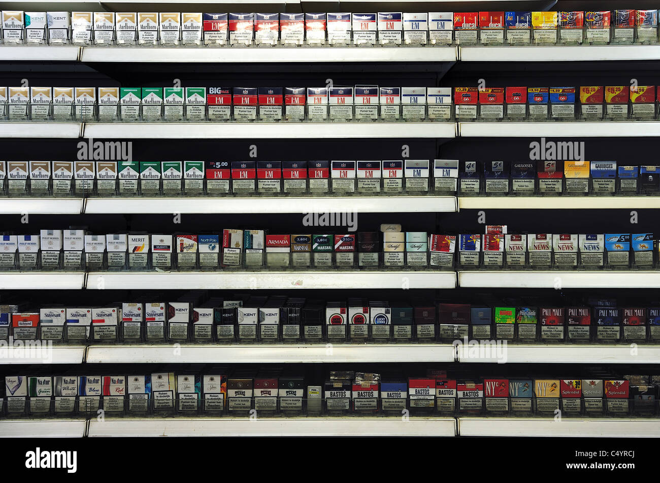 Buying cheap cigarettes Marlboro in Canada