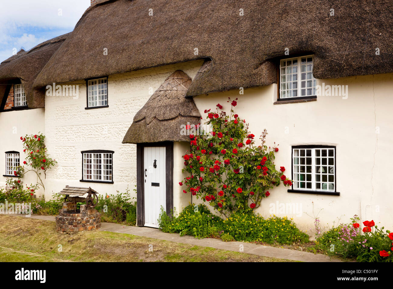 English thatched cottage - Beautiful old thatched cottage in the pretty little village of Tarrant Monkton, Dorset, - Stock Image