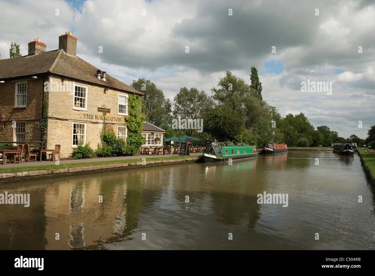The Navigation public house by the Grand Union Canal at Stoke Bruerne, Northamptonshire, England. - Stock Image