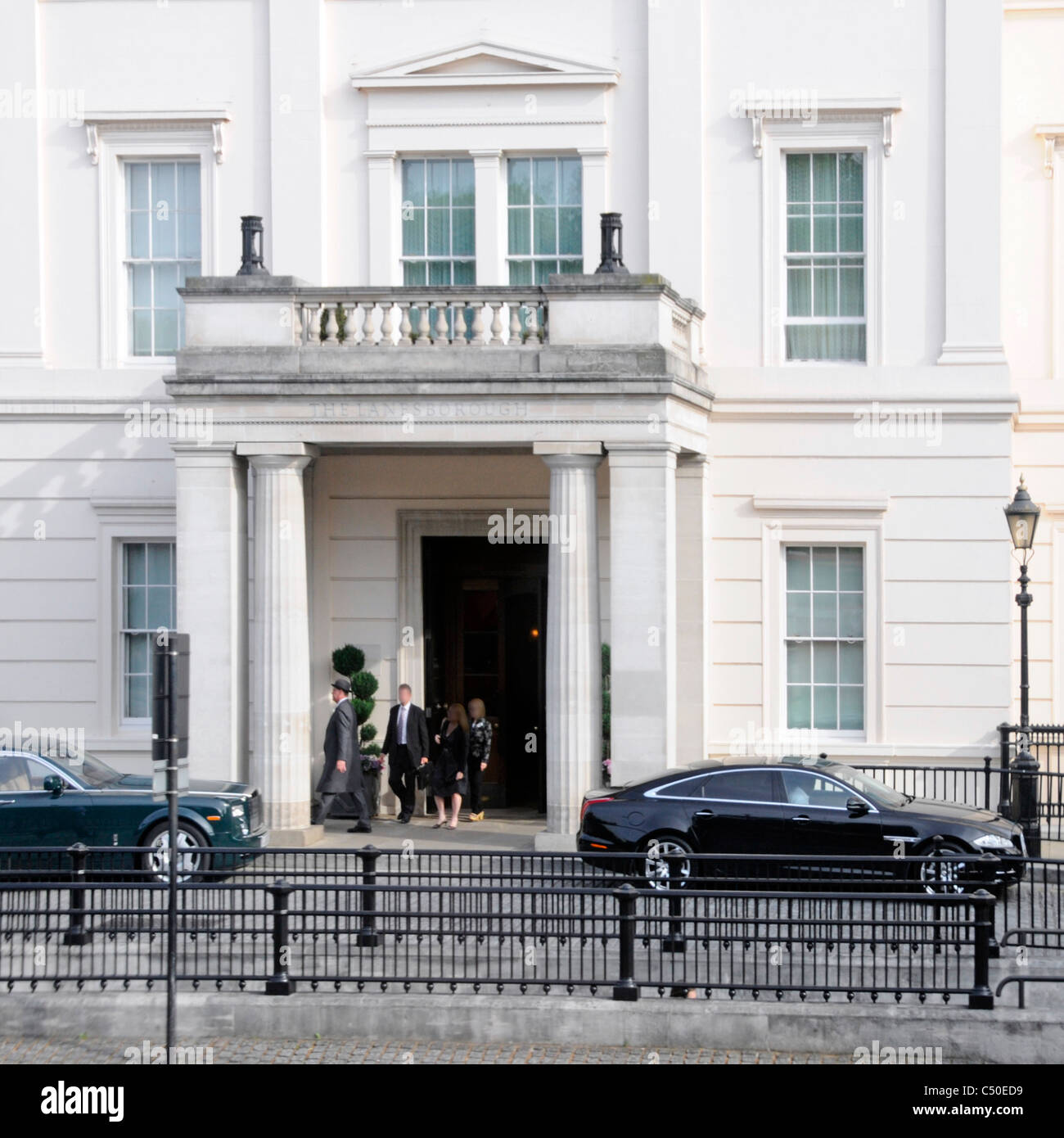 Hyde Park Corner limousines parked outside Knightsbridge entrance to Lanesborough luxury five star hotel guests - Stock Image