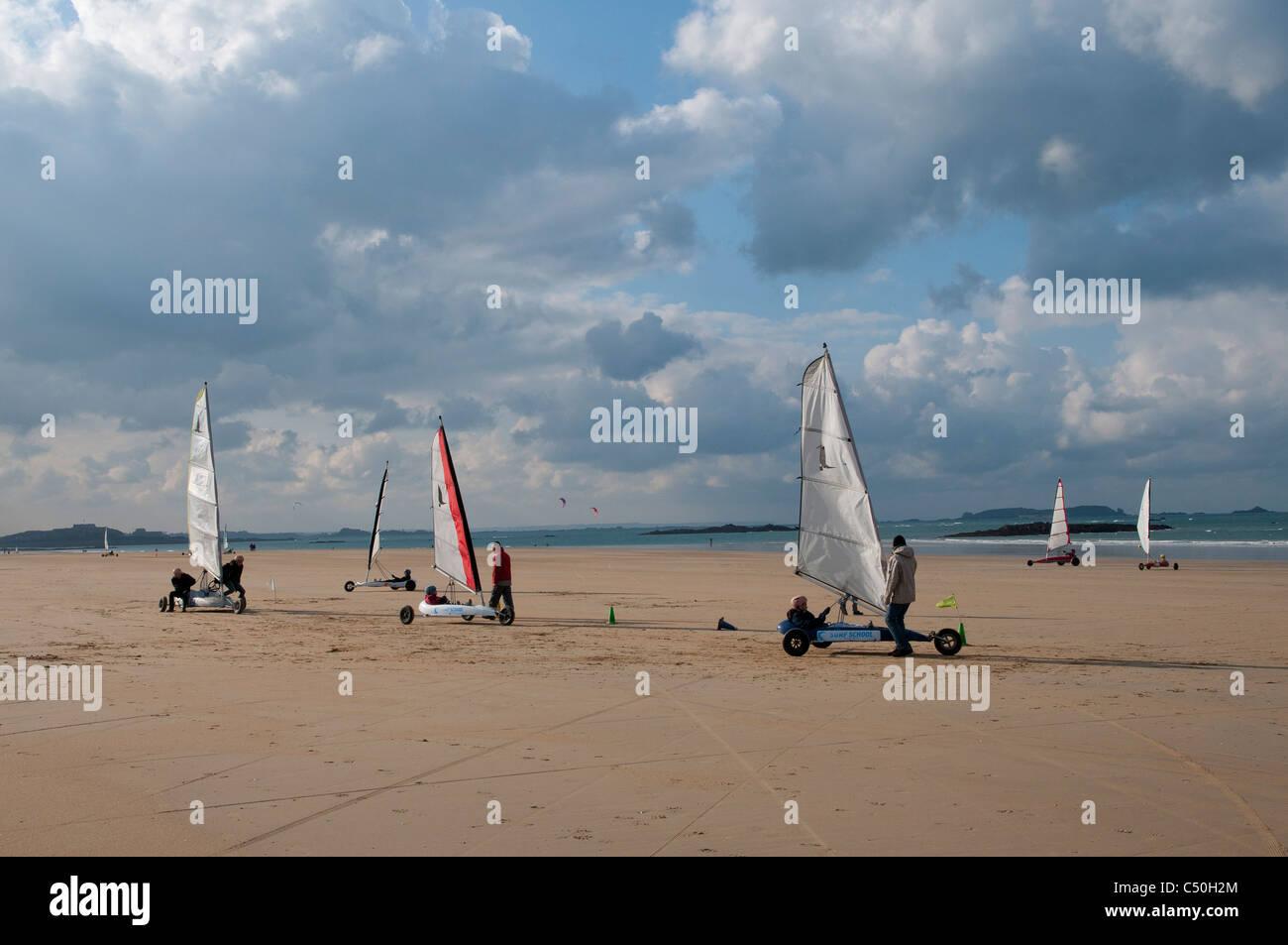 Chars A Voile Sur La Plage De Sable De Saint Malo Landcraft On The Stock Photo Alamy