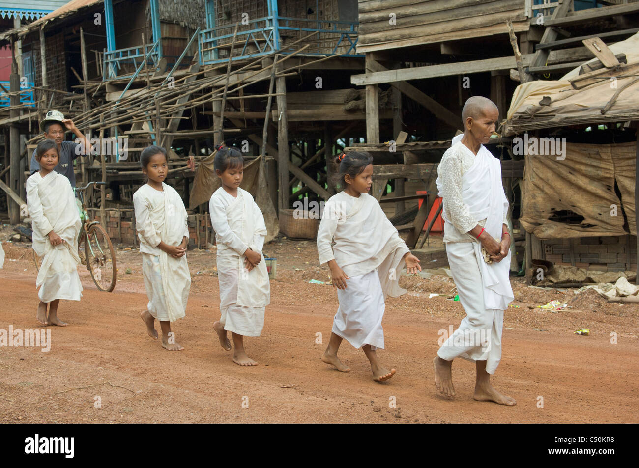 Buddhist nuns on their morning alms round, Kompong Klang, on the shore of Tonle Sap lake, near Siem Reap, Cambodia Stock Photo