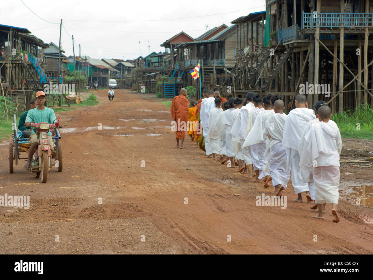Buddhist monks and nuns on their morning alms round, Kompong Klang, on the shore of Tonle Sap lake, near Siem Reap, Stock Photo