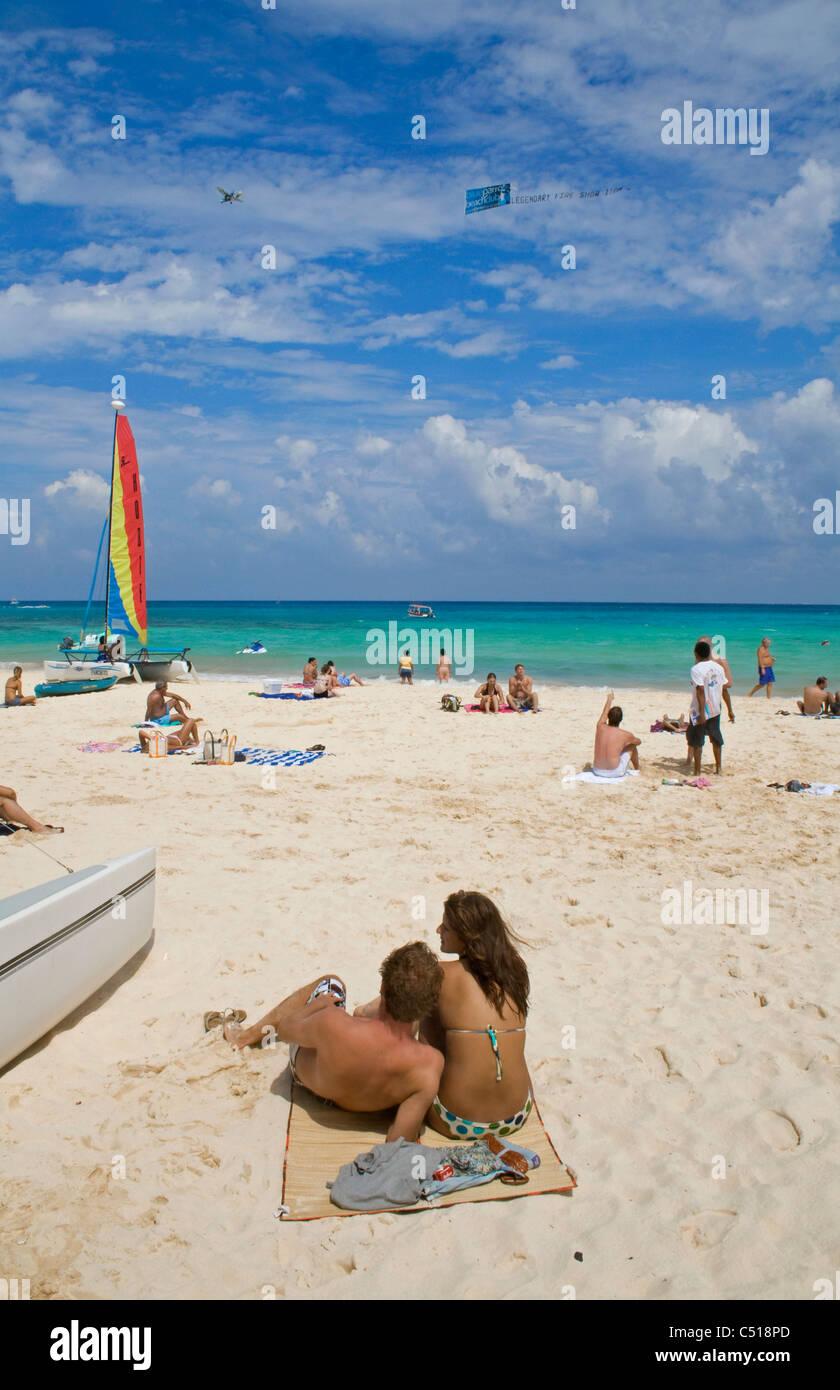 Menschen am Strand von Playa del Carmen, Yukatan, Mexiko, people at the sandy beach, Playa del Carmen, Yucatan, - Stock Image