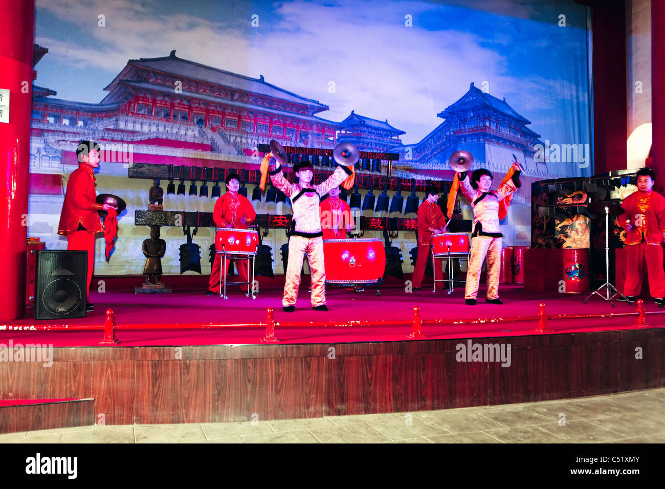 Group Drumming Performance in Drum Tower of Xi'an, China - Stock Image