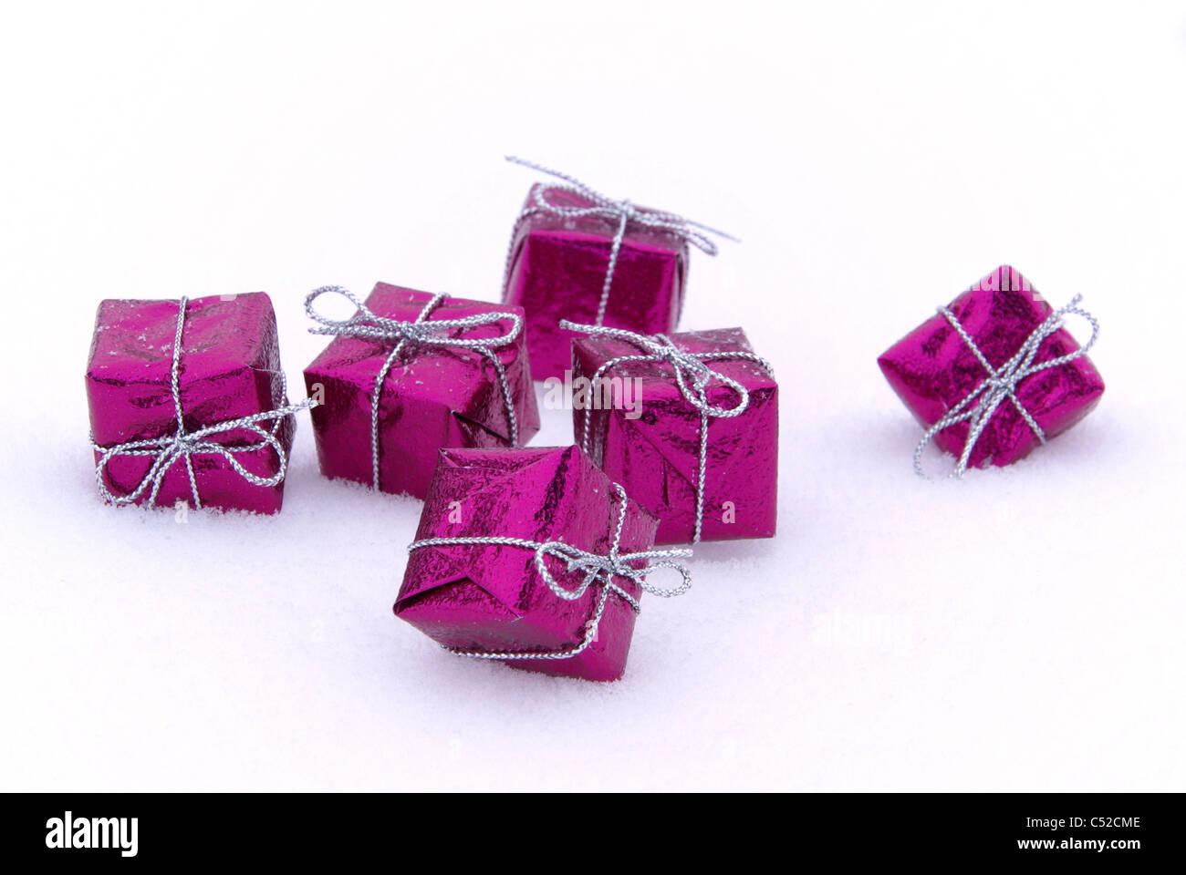 Geschenk im Schnee - gift in snow 01 - Stock Image