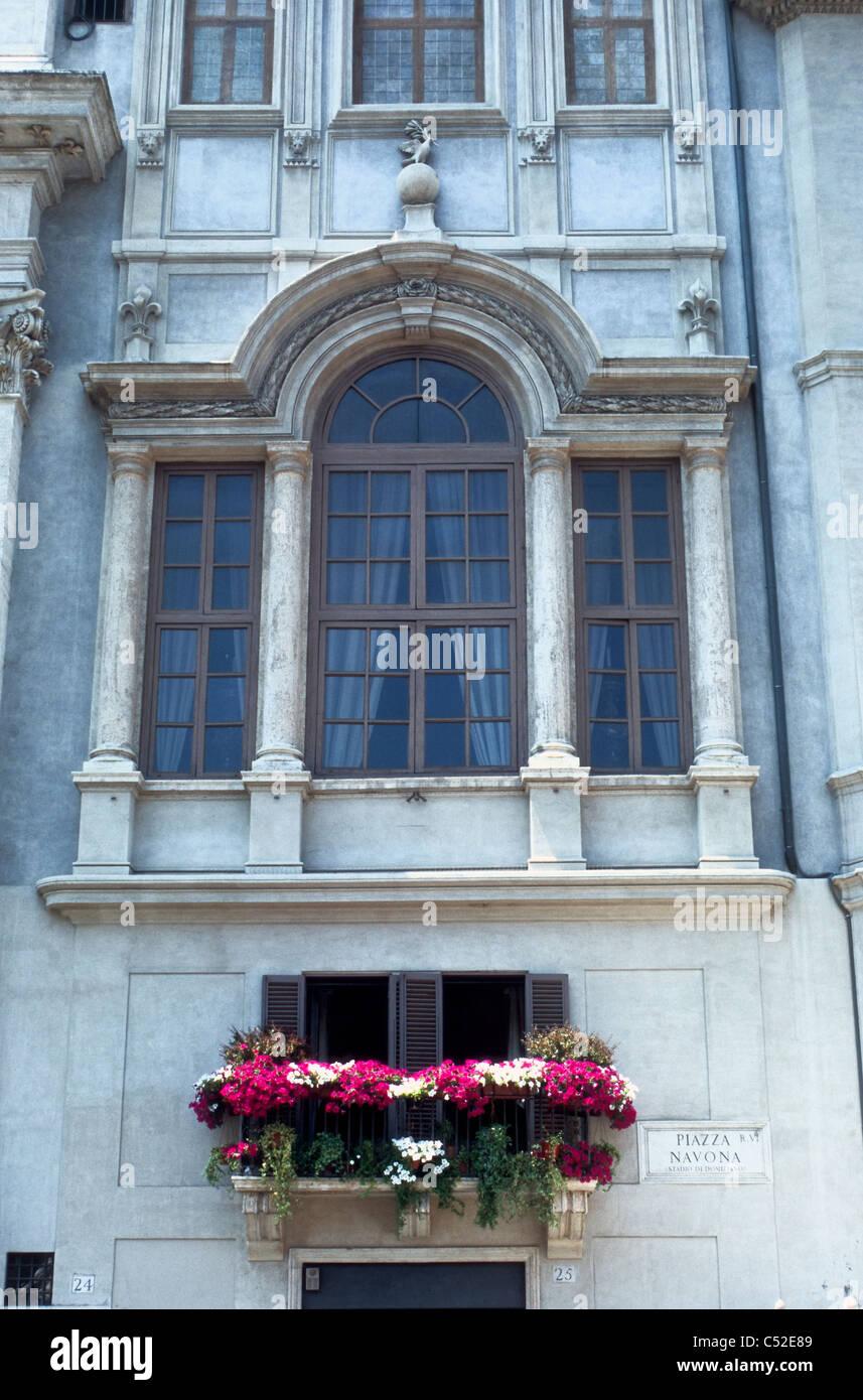 Window of Palazzo Pamphilj, Rome [...] - Stock Image