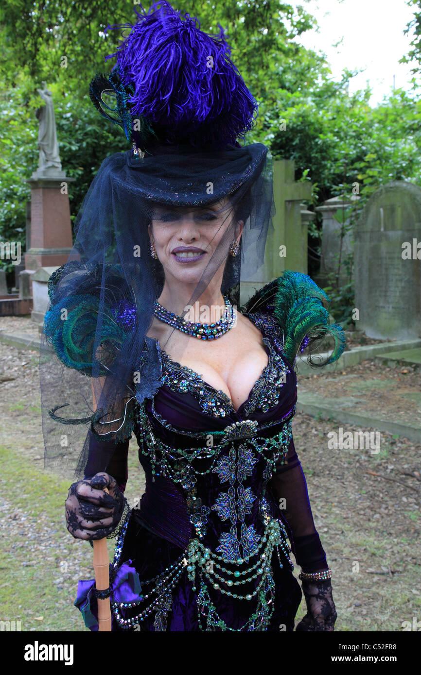 Mourning Dress Stock Photos & Mourning Dress Stock Images - Alamy