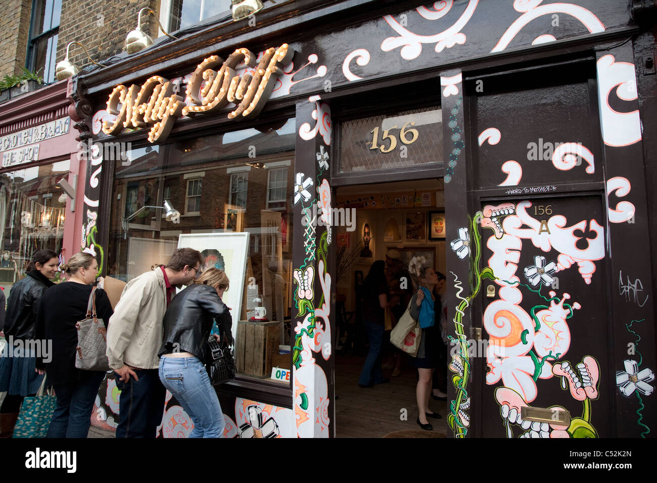 Nelly Duff on Columbia Road, Shoreditch, London, UK - Stock Image
