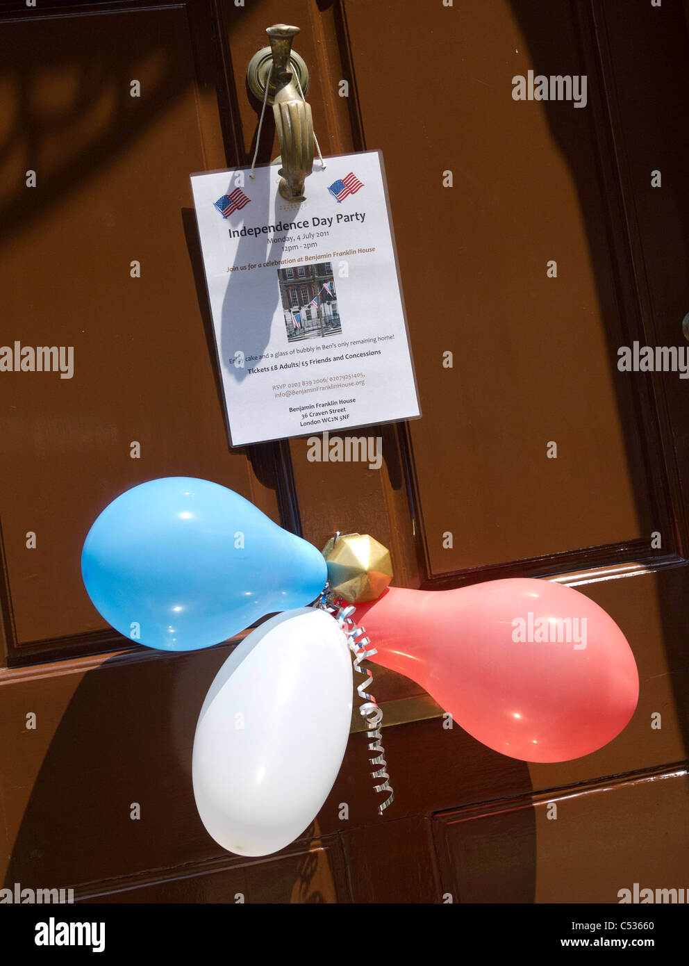Balloons and Invitation to Independence day party at Benjamin Franklin House in London - Stock Image