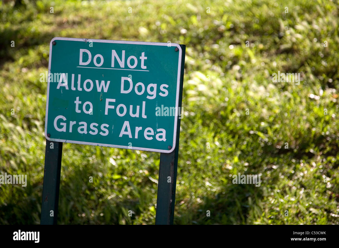 Do Not Allow Dogs to Foul Grass Area - sign - Stock Image