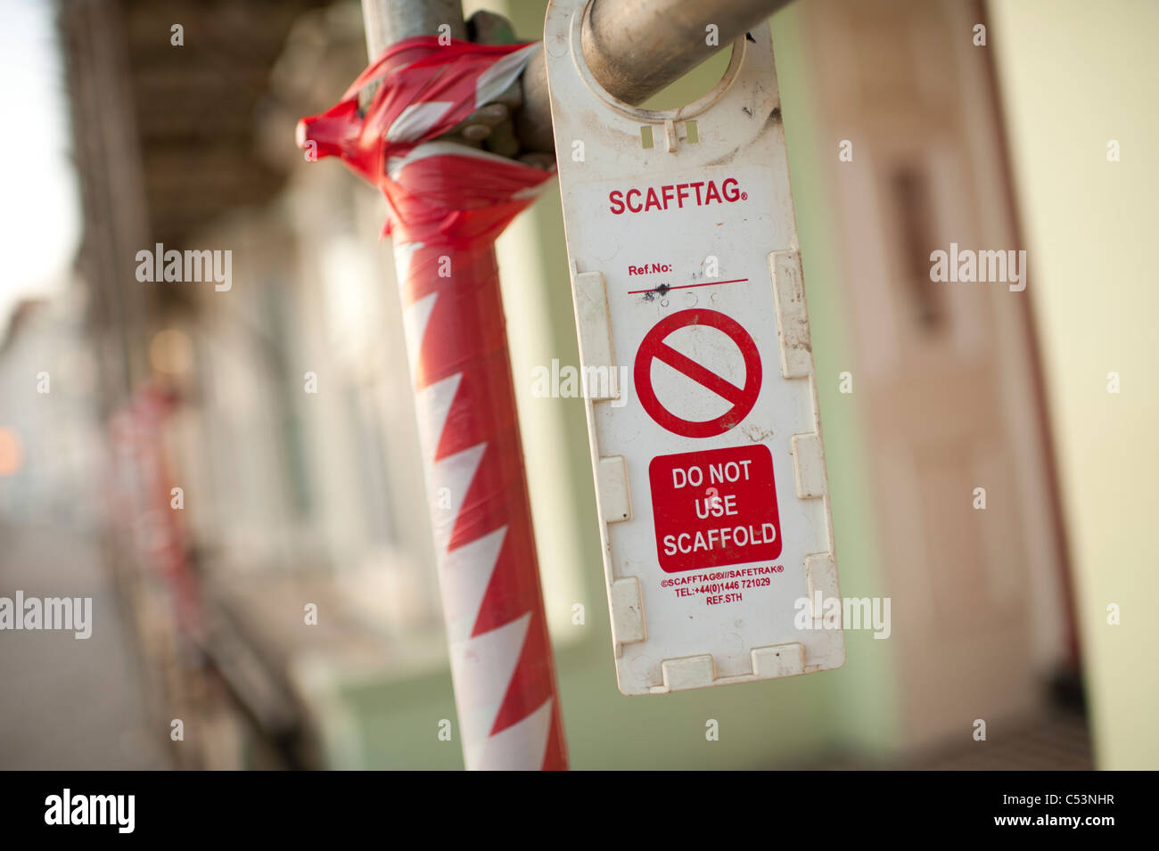 Scafftag - a warning danger unsafe Do Not Use scaffold tag on scaffolding, UK - Stock Image