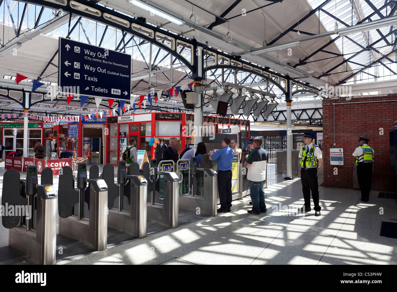 ticket barrier at Portsmouth Railway station - Stock Image