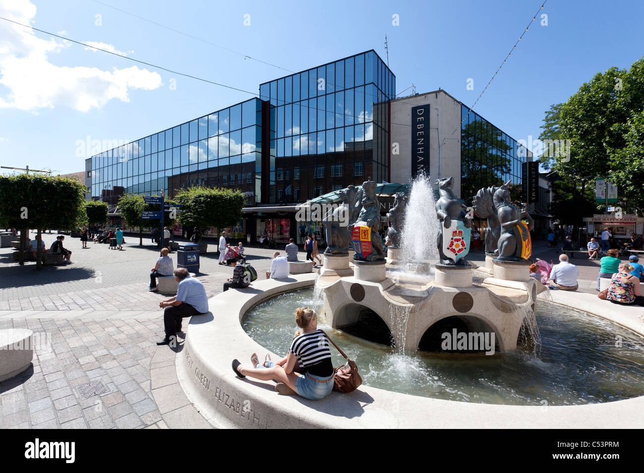 Portsmouth town centre commercial road shopping area with Queen Elizabeth Fountain. - Stock Image