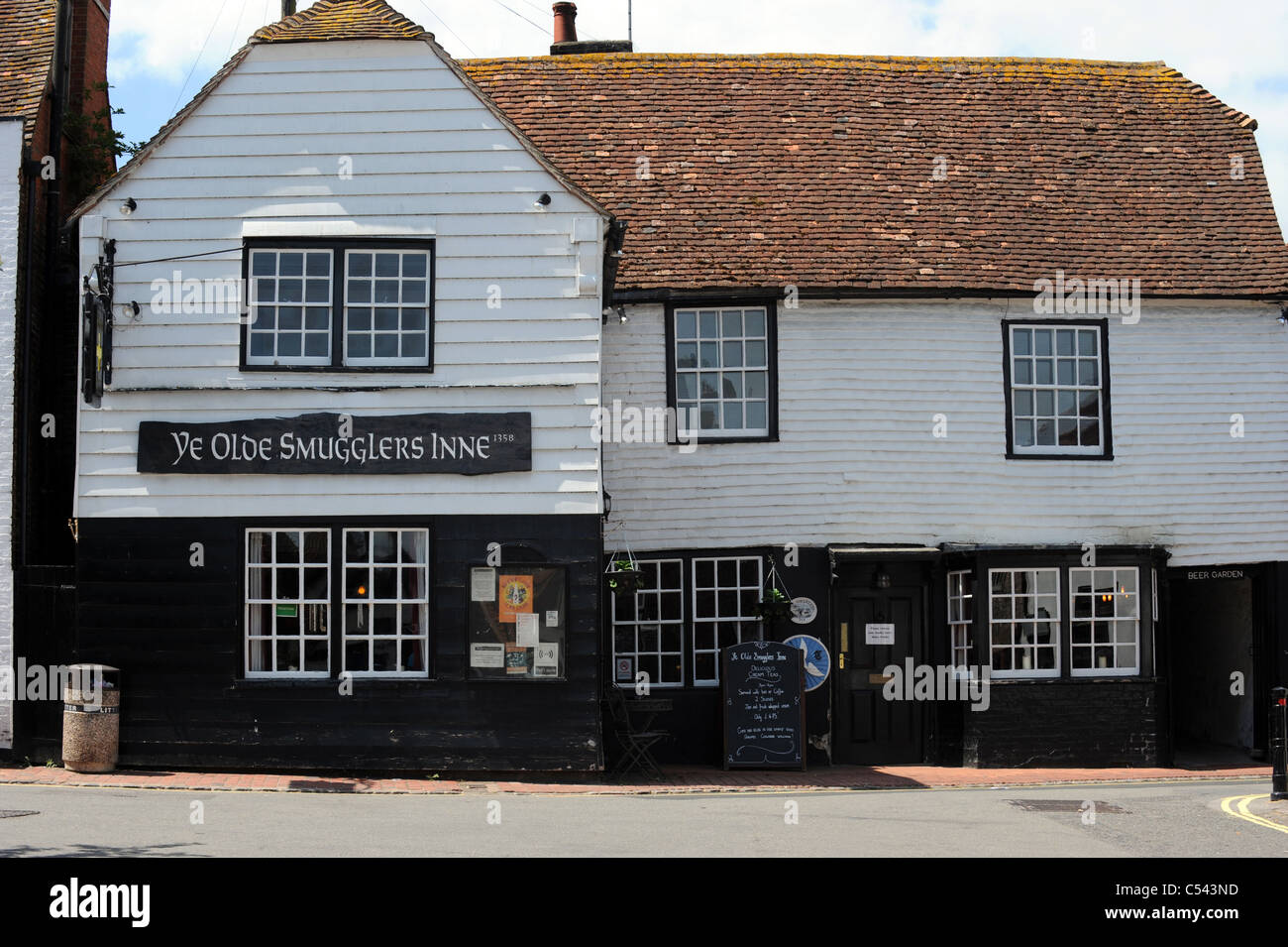 Ye Olde Smugglers Inne Built In 1358 And Now A Hotel In The Centre Of  Alfriston