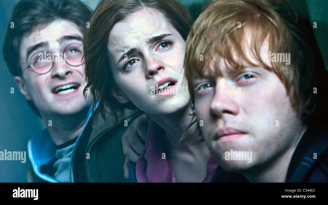 HARRY POTTER AND THE DEATHLY HALLOWS: PART 1  - 2010 Warner Bros film From l: Daniel Radcliffe, Emma Watson and - Stock Image