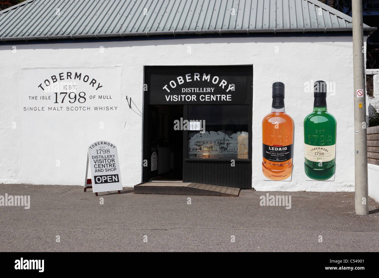 The Tobermory distillery visitor centre on the Isle of Mull - Stock Image