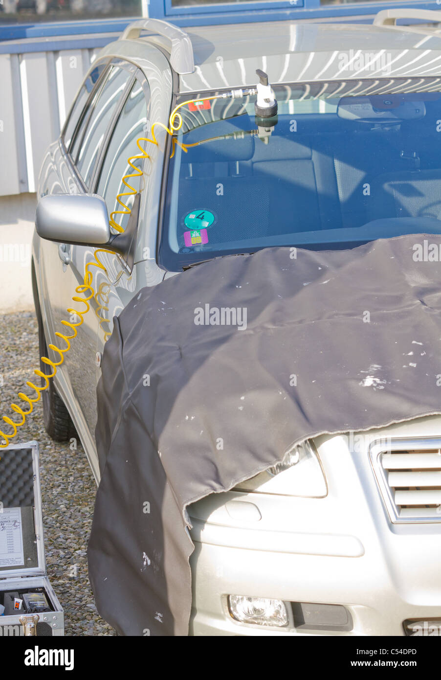 repairing dangerous crack in windshield on location without replacement glass for free, Smart repair - Stock Image