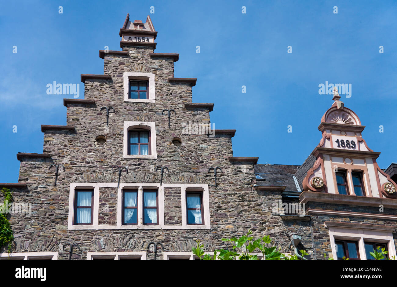 Giebel von alten Moselhaeusern in Cochem, Gable roofs, old houses at promenade in the town Cochem - Stock Image