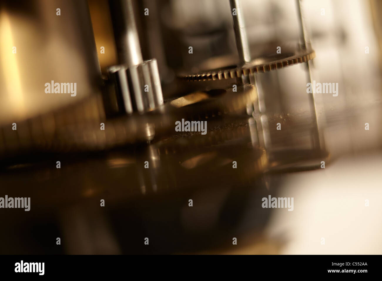 ANTIQUE CLOCK MECHANICAL MOVEMENT CLOSE UP OF COG WHEELS - Stock Image