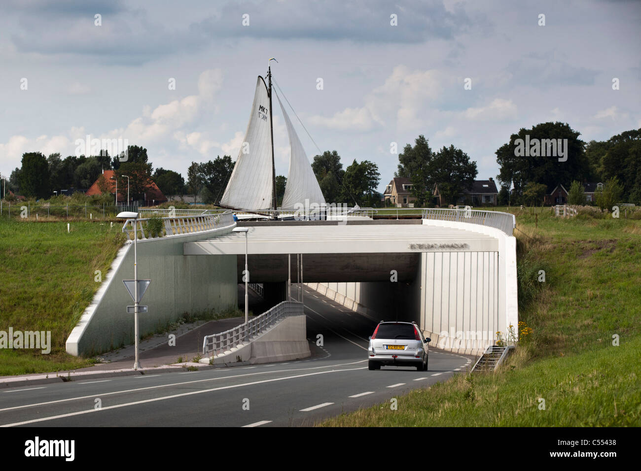 The Netherlands, Woudsend, Sailing boat passing aquaduct. - Stock Image