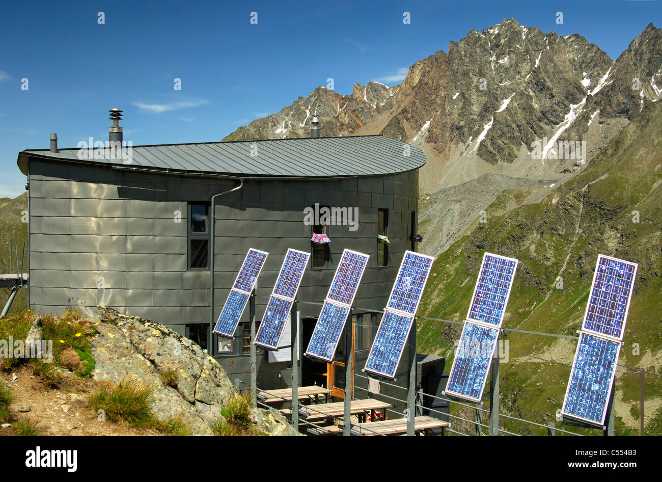 The futuristic Cabane du Velan with its six solar panels in front of Mt Grande Aiguille des Maisons Blanche, Valais, Stock Photo