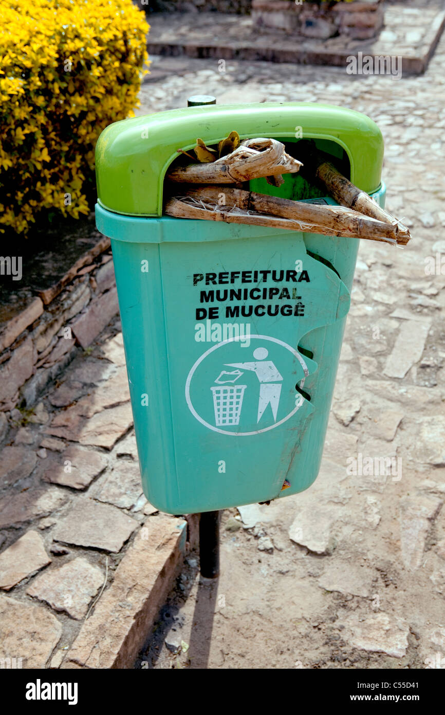 Litter bin in street at Mucuge, Chapada Diamantina, Brazil - Stock Image