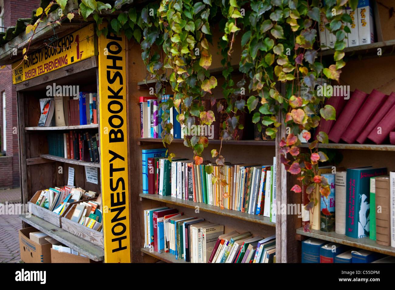 The Netherlands, Bredevoort, Centre of historical village. Antique books shop. - Stock Image