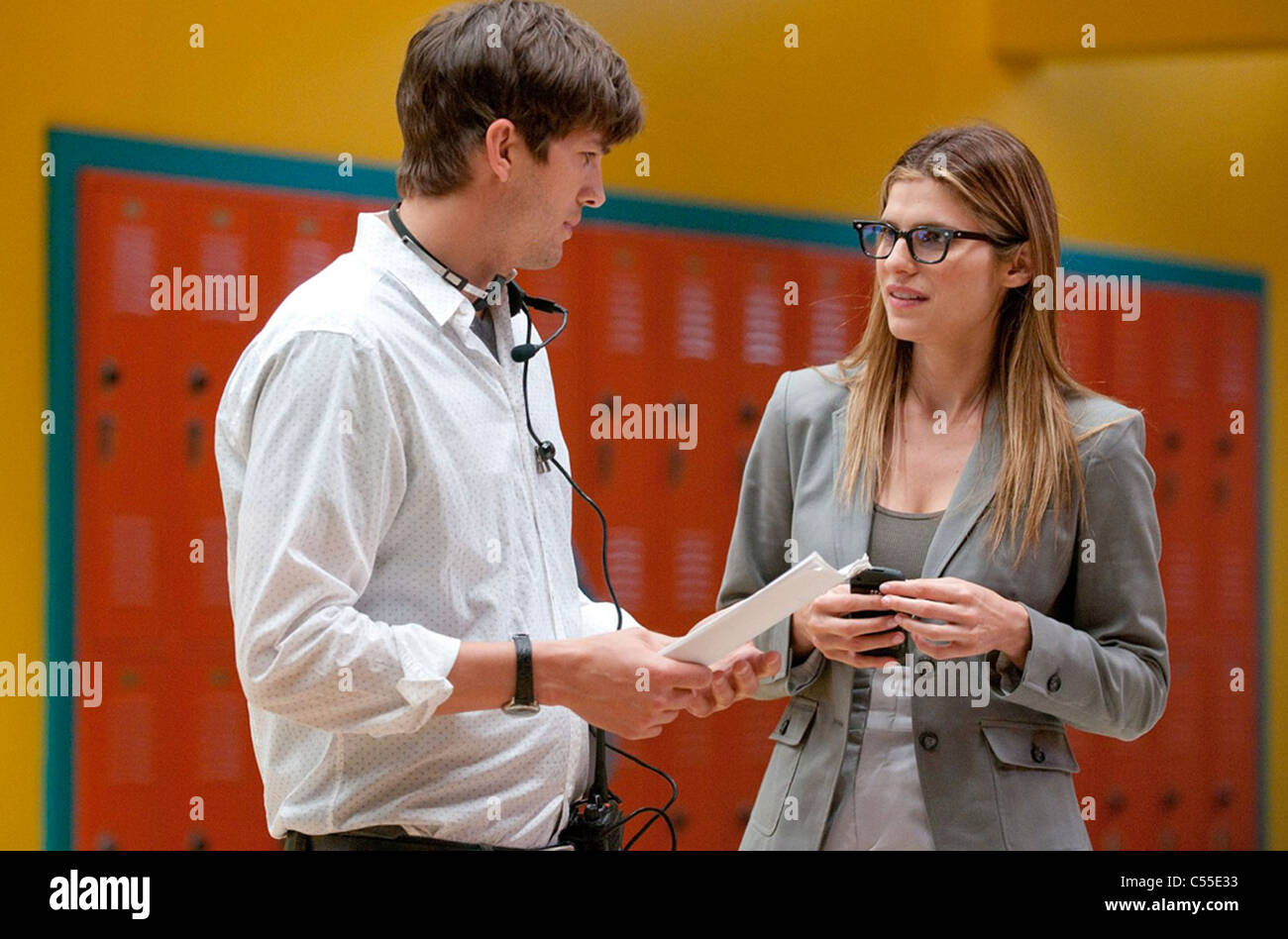 NO STRINGS ATTACHED 2011 Paramount Pictures film with from Ashton Kutcher at left and Lake Bell - Stock Image