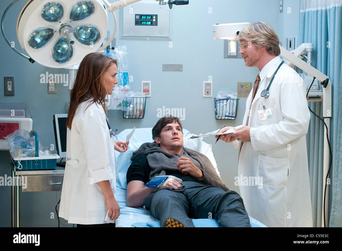 NO STRINGS ATTACHED 2011 Paramount Pictures film with from left Natalie Portman, Ashton Kutcher and Cary Elwes - Stock Image