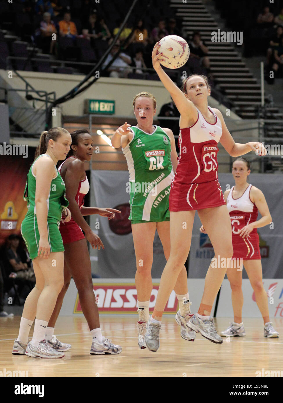 08.07.2011 Joanne Harten of England(red) manages to connect with the pass during the Quarter-finals between England - Stock Image