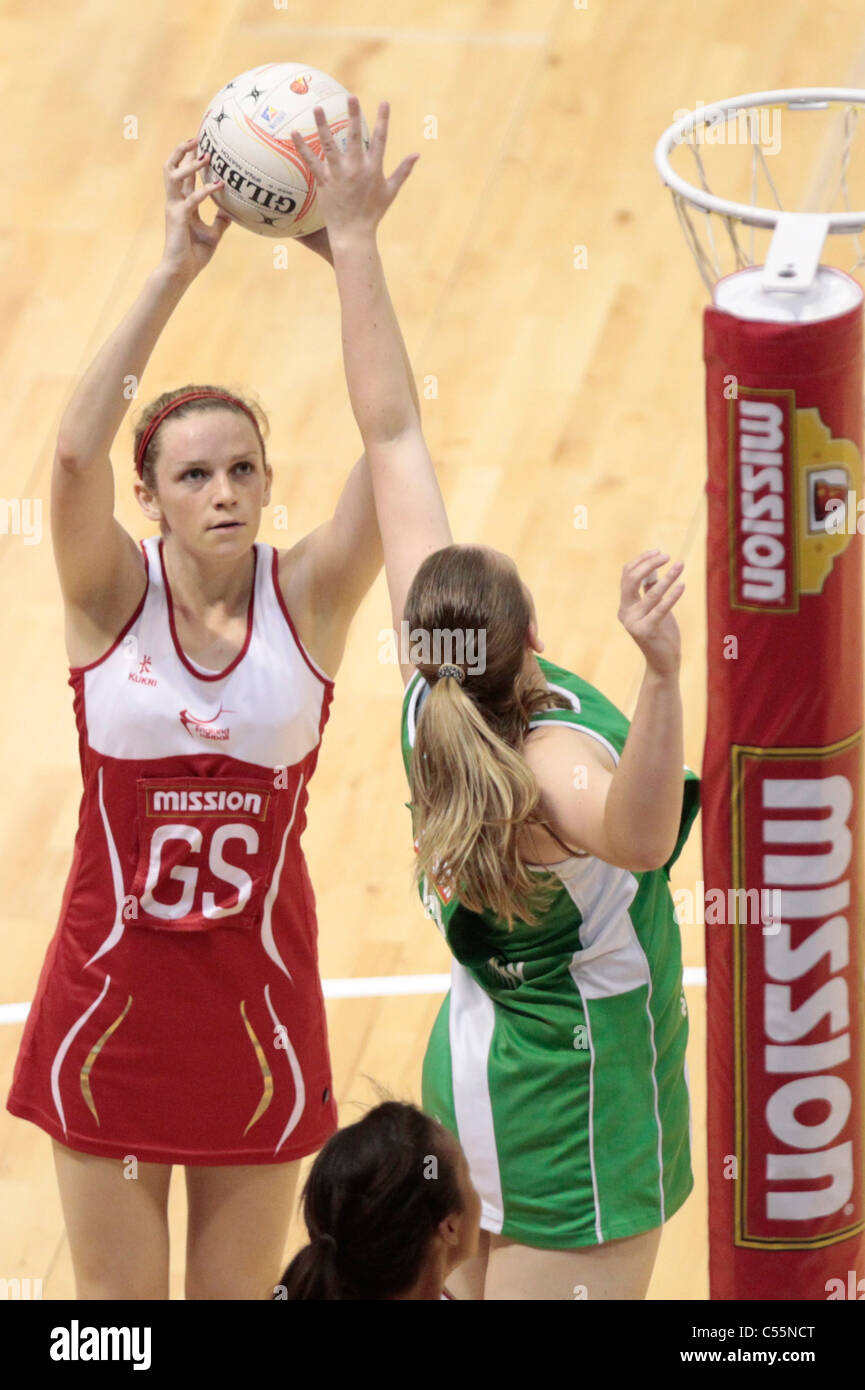 08.07.2011 Deborah McCarthy of Northern Ireland(right) goes in for the block on Joanne Harten during the Quarter - Stock Image