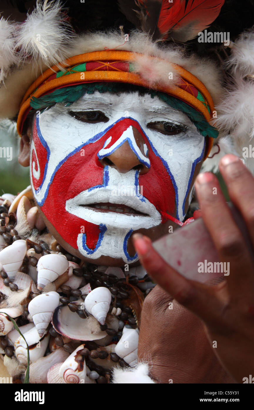 A Tribeswoman of Papua New Guinea Painting her Face - Stock Image