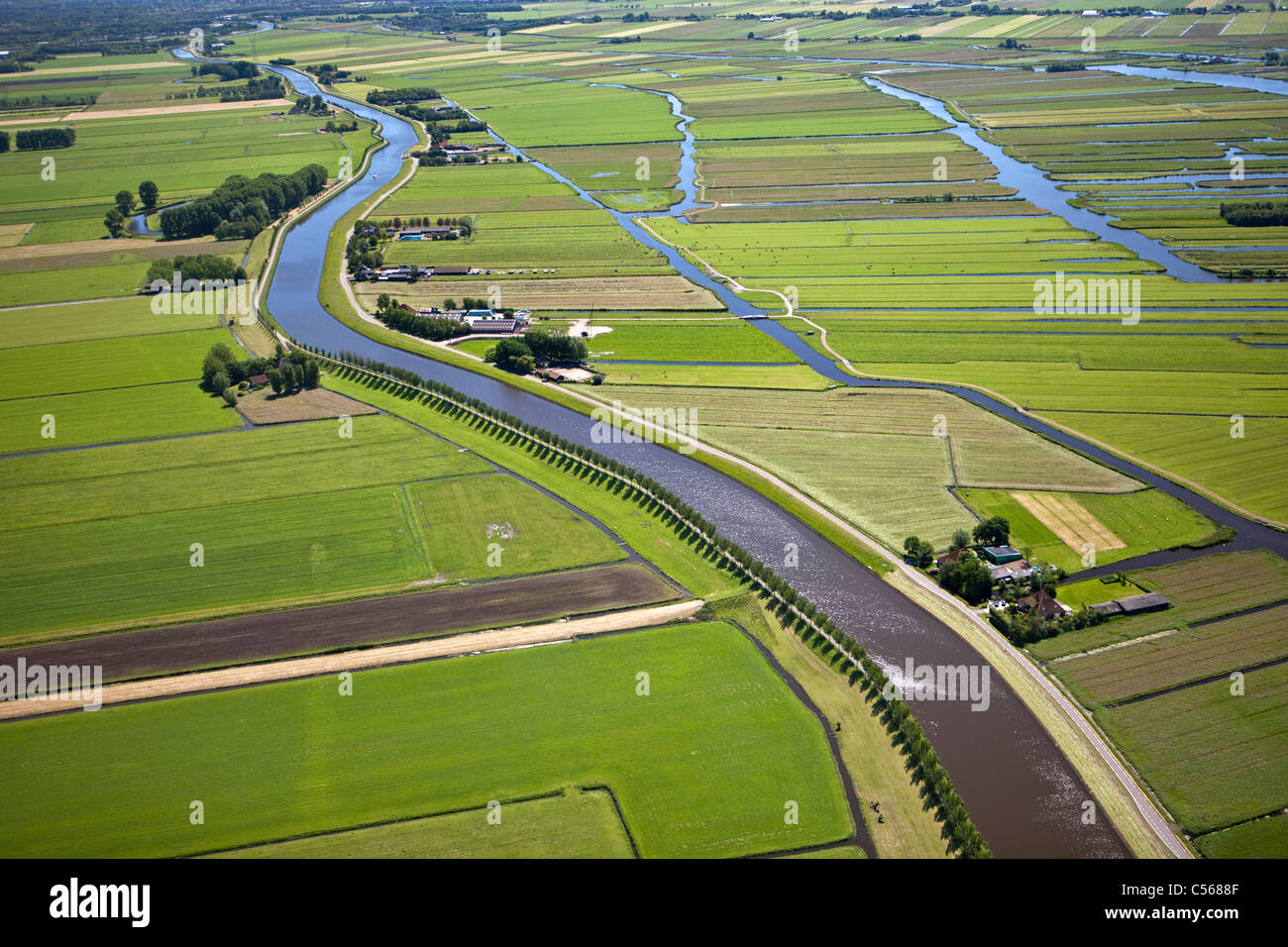 The Netherlands, near De Rijp, Polder with traditional farmland and farms. Belt canal of Beemster polder - Stock Image
